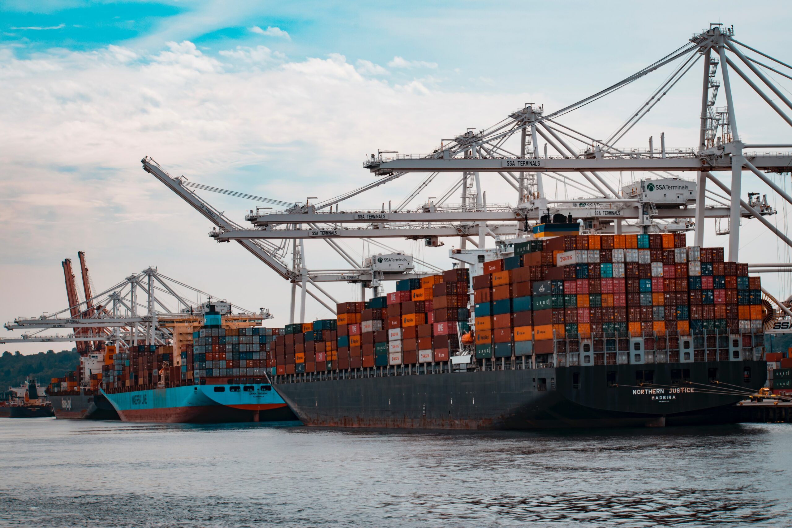 Shipping containers on ship: MOFCOM Sanctions